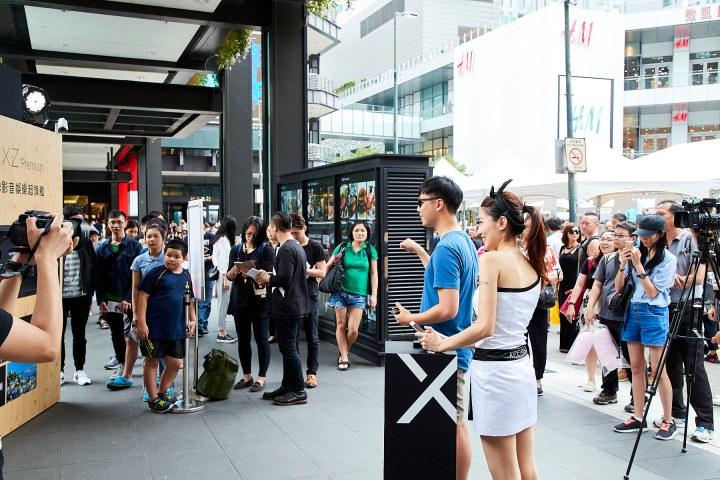高溫不減民眾與Sony Mobile代言人周杰倫互動的心,現場出現大量體驗人潮(1).jpg